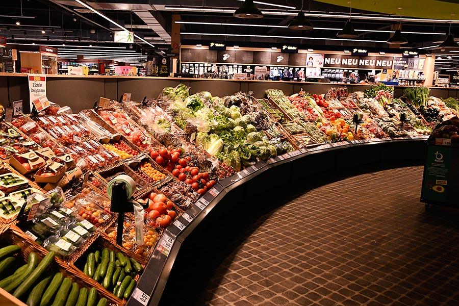 Obst- und Gemüseabteilung im E-Center Grünbauer